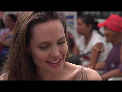 شاهد أنجلينا جولي تزور اللاجئين الفارين من فنزويلا عند الحدود مع كولومبيا