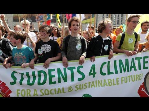 شاهد مظاهرات في عواصم العالم من أجل الحفاظ على البيئة
