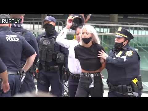 شاهد اعتقال عشرات المحتجين في نيويورك بسبب مزاعم استئصال الرحم للمهاجرات