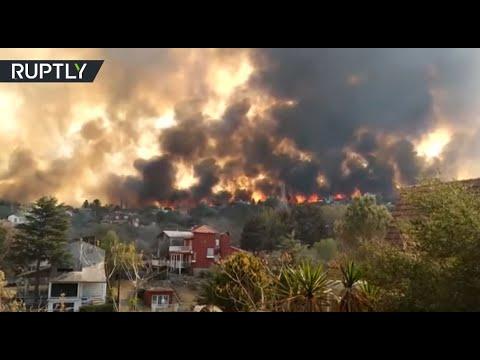 شاهد حرائق الغابات في الأرجنتين تقترب من مناطق مأهولة بالسكان