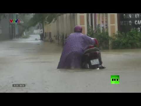 شاهد مصرع 17 شخصًا على الأقل جراء فيضانات عارمة في فيتنام