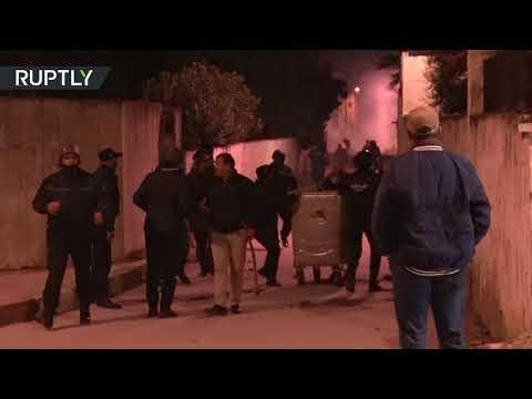 شاهداشتباكات بين قوات الأمن ومتظاهرين خلال احتجاجات ليلية
