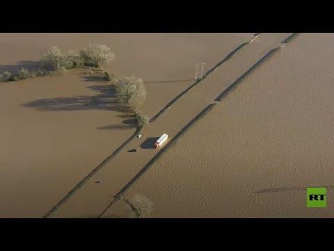 إجلاء الآلاف من منازلهم جراء فيضانات تضرب بريطانيا